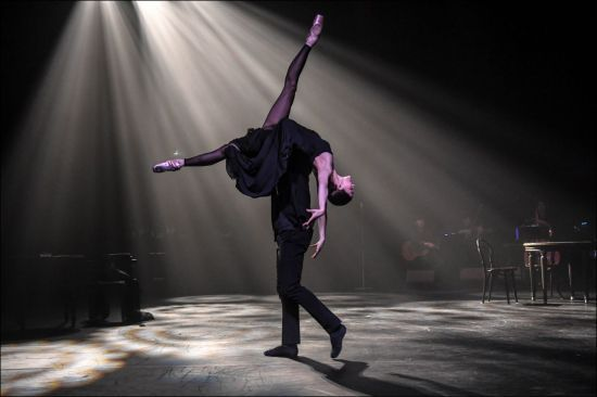 "Ballerina Kim Ju-won during tango-ballet ""3 Minutes : Su Tiempo""presented at the Sejong Center in 2019 (Park Kyung-il)"
