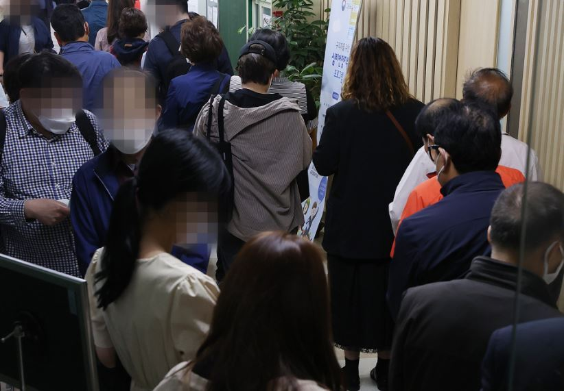 People wait in line at a regional office of the Employment and Welfare Plus Center in Korea to apply for unemployment benefits earlier this year. (Yonhap)