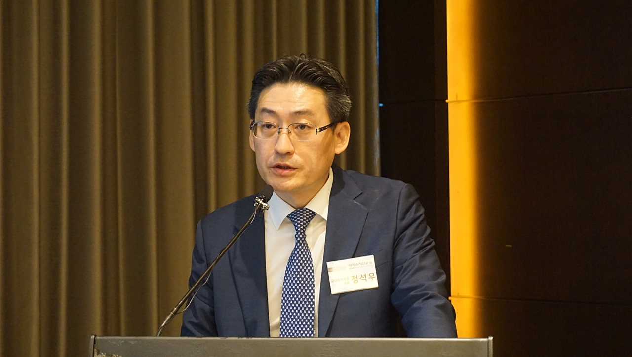 IGIS Asset Management managing director of domestic investment group Jung Sock-woo speaks at a briefing held in Seoul on Friday. (IGIS Asset Management)