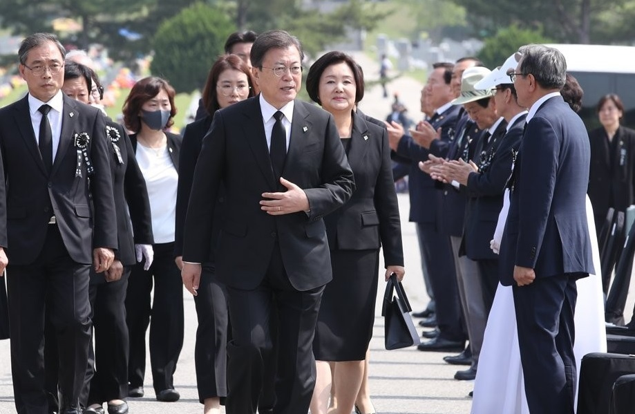 President Moon Jae-in arrives at Daejeon National Cemetery in the city located 160 kilometers south of Seoul for the 65th Memorial Day ceremony on June 6, 2020. (Yonhap)