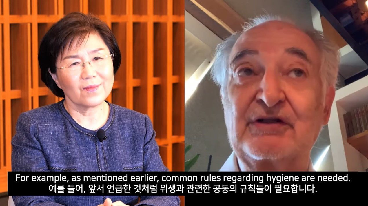 French economist Jacques Attali (right) is interviewed by Choi Jung-wha, president of the Corea Image Communication Institute. (YouTube channel of the Ministry of Foreign Affairs, Korea)