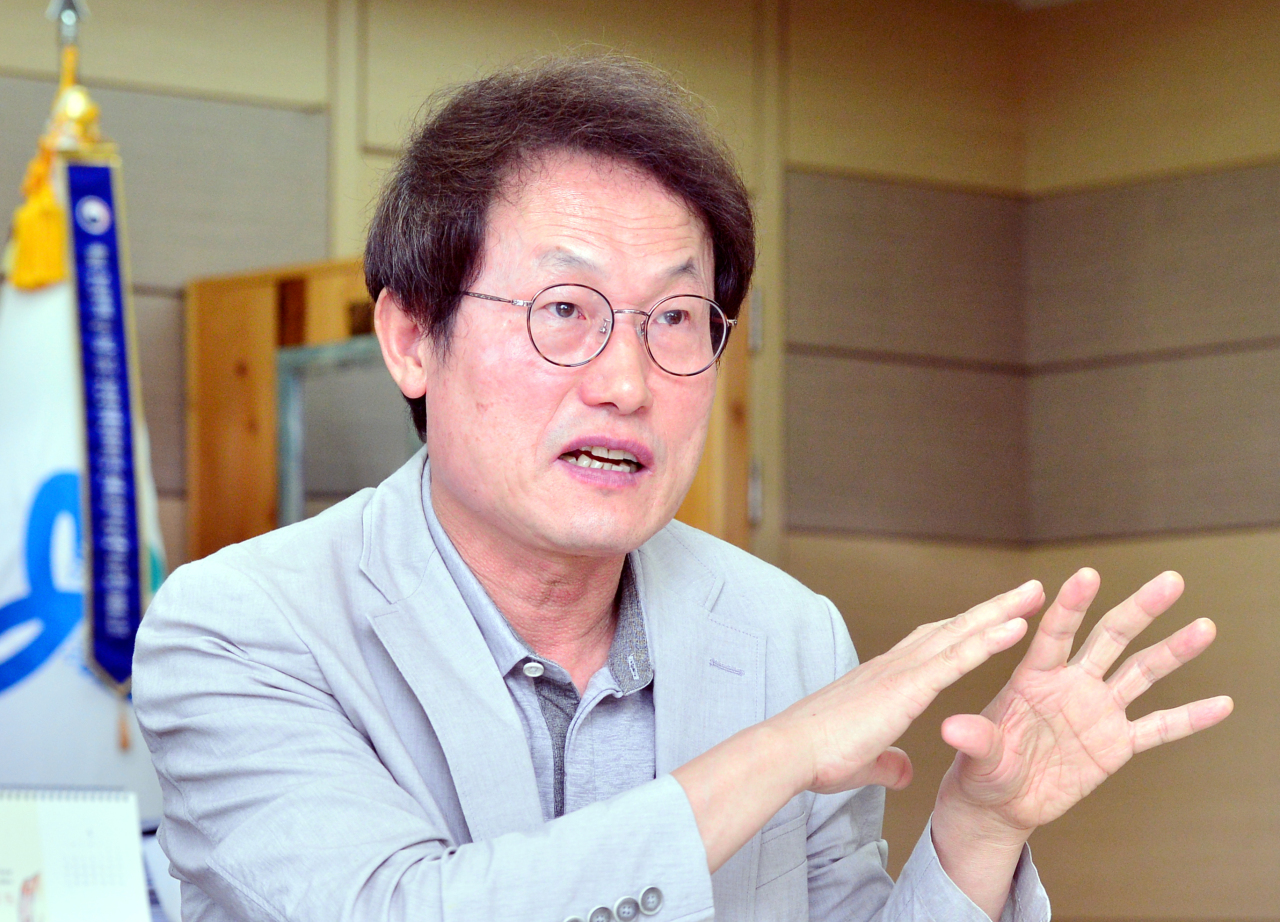 Seoul Metropolitan Office of Education Superintendent Cho Hee-yeon speaks during an interview with The Korea Herald in his office in central Seoul. (Park Hyun-koo/The Korea Herald)