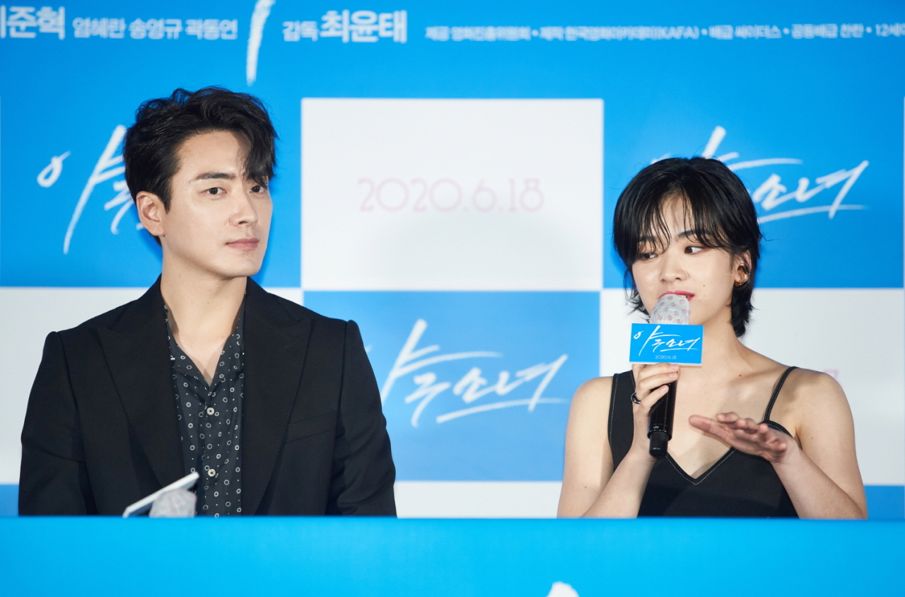 Lead cast Lee Joon-hyuk (left) and Lee Joo-young attend