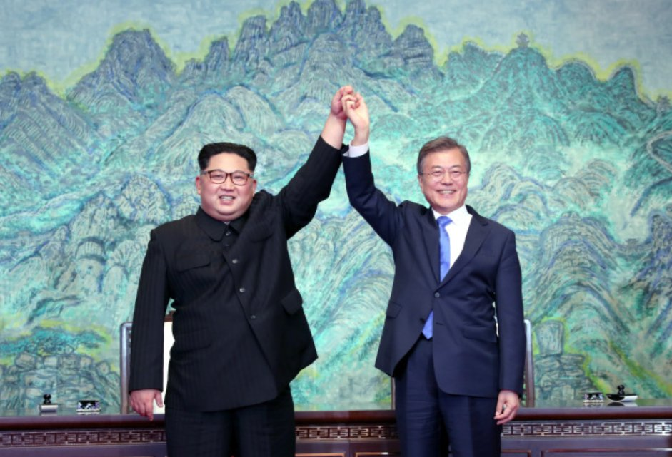 President Moon Jae-in and North Korean leader Kim Jong-un pose at their first summit held on April 27, 2018. (Yonhap)