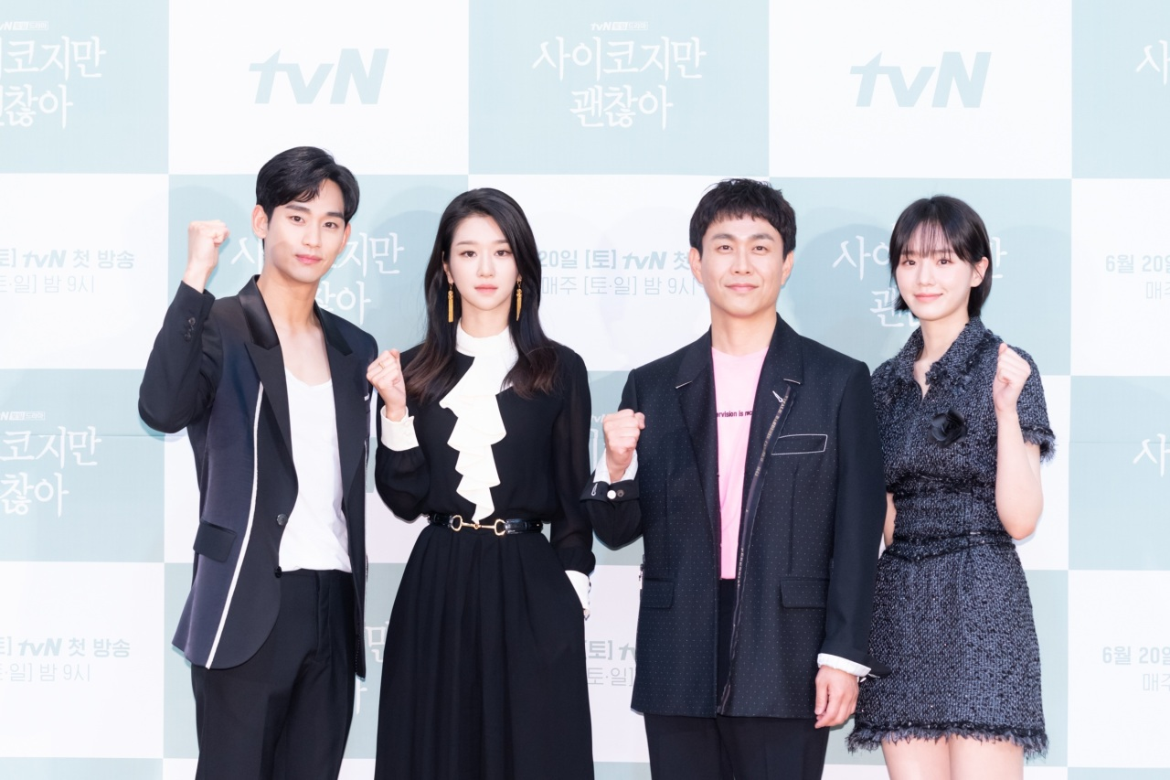 """It's Okay to Not Be Okay"" leads (from left) Kim Soo-hyun, Seo Ye-ji, Oh Jeong-sae and Park Gyu-young pose for photos during a media event Wednesday. (tvN)"