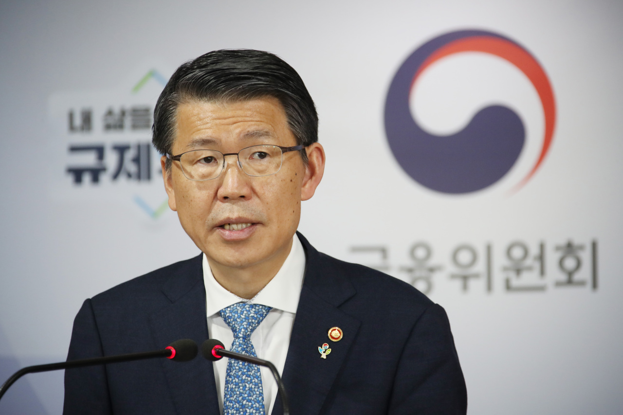 #CapFinancial Services Commission Chairman Eun Sung-soo announces new financial policy direction for the second fiscal semester of 2020 on Thursday at Seoul Government Complex. (Yonhap)