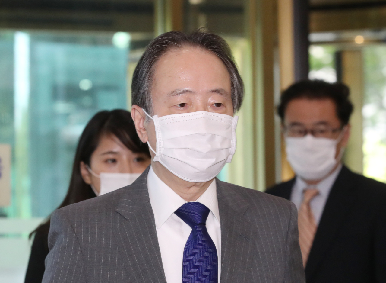 Japanese Ambassador Koji Tomita arrives at the Ministry of Foreign Affairs in Seoul on Monday, as South Korean Second Vice Foreign Minister Lee Tae-ho called him in to lodge a protest against Japanese government's opening of a new information center that failed to honor the wartime forced labor victims. (Yonhap)