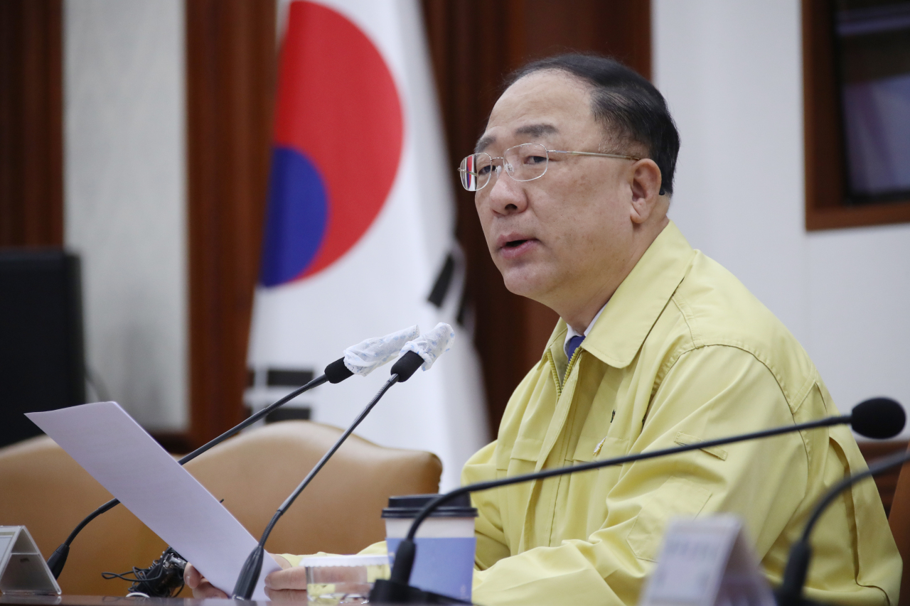 Deputy Prime Minister and Finance Minister Hong Nam-ki speaks at a meeting of economy-related ministers held at Seoul government complex on Monday. (Yonhap)