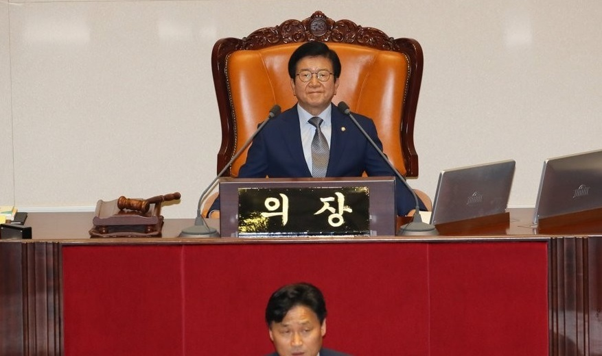 National Assembly Speaker Park Byeong-seug presides over a plenary assembly session. (Yonhap)