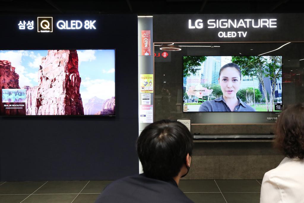 Samsung and LG TVs (Yonhap)