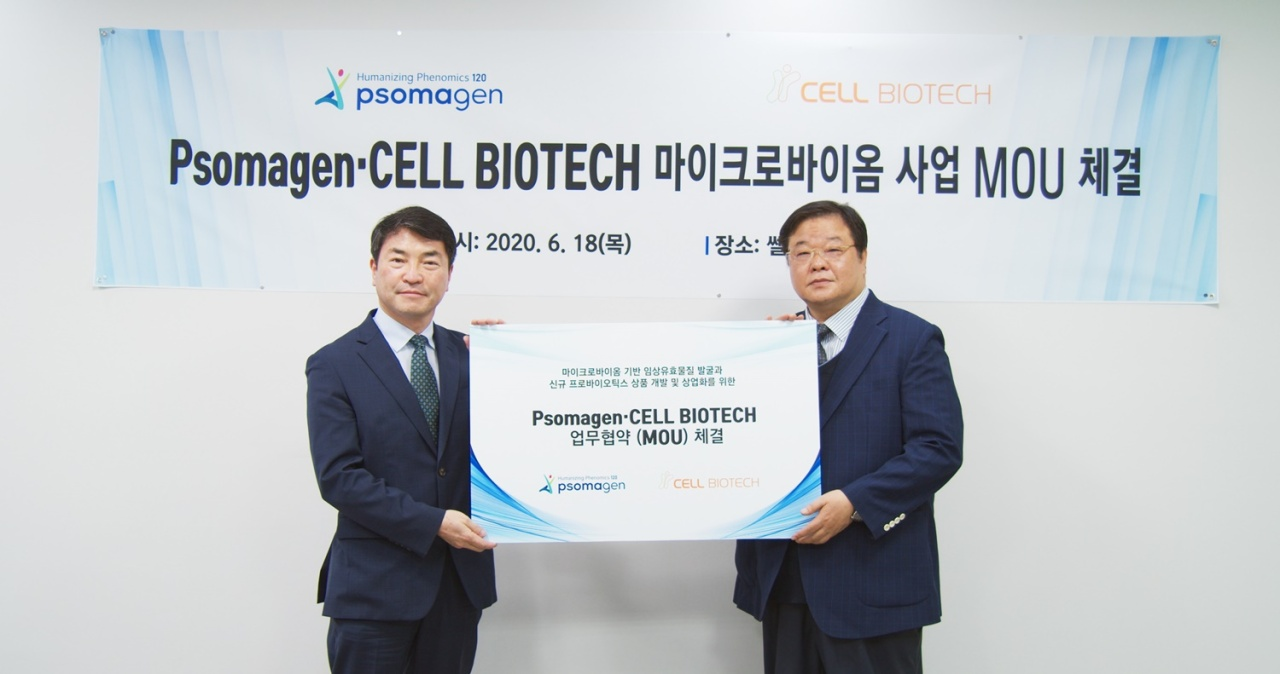 Psomagen CEO Ryan W. Kim (left) and Cell Biotech CEO Chung Myung-jun (Psomagen)