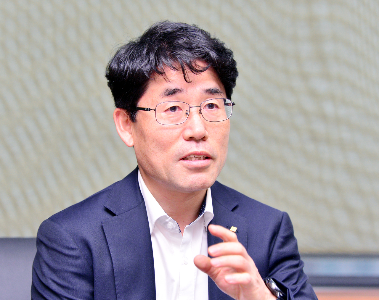 Financial Security Institute President Kim Young-gi speaks at an interview with The Korea Herald in Yeouido, Seoul, last week. (Park Hyun-koo/The Korea Herald)