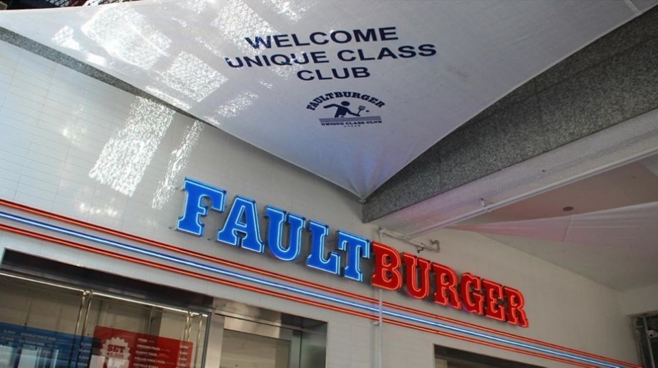 Fault Burger derives its inspiration from the tennis court as reflected by its interior. (Fault Burger)