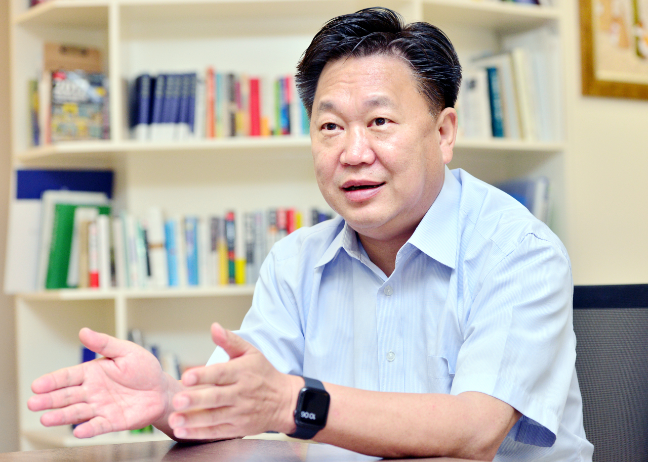 Meritz Asset Management CEO John Lee speaks at an interview with The Korea Herald at Meritz Asset headquarters in northern Seoul. (Park Hyun-koo/The Korea Herald)