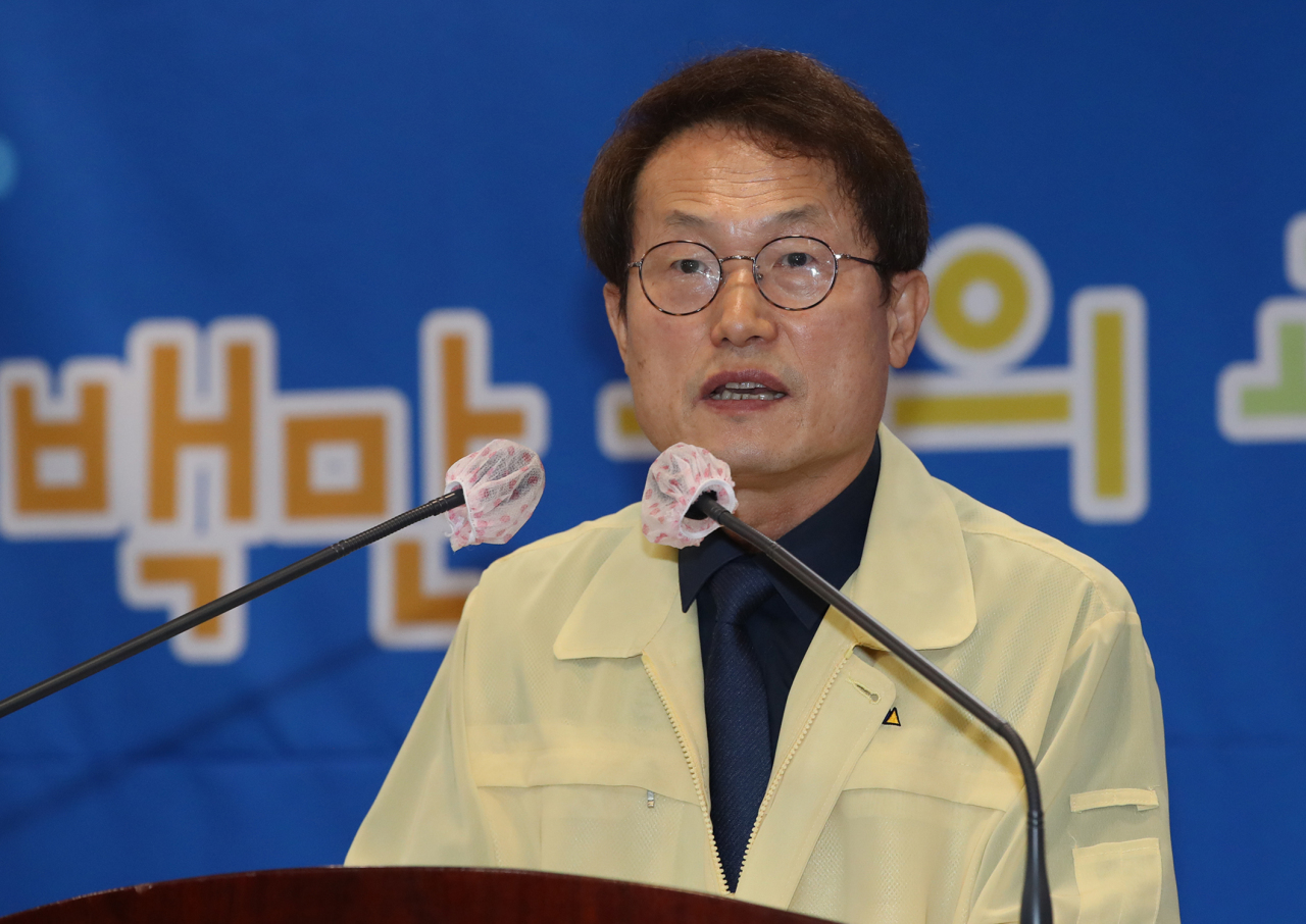 Seoul Metropolitan Office of Education Superintendent Cho Hee-yeon speaks Tuesday during a press conference held in Seoul. The city's education chief is looking to flatten the hierarchy among schools and stay in support of the liberal Moon Jae-in administration's educational reform promoting social fairness. (Yonhap)