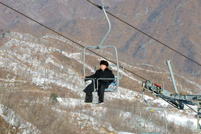 North Korean leader Kim Jong-un rides a ski lift at Masikryong Ski Resort in this 2013 file photo. (Yonhap)