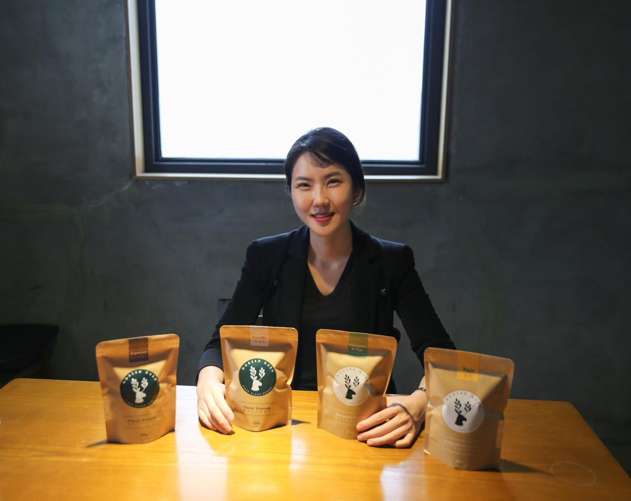 Lim Ji-young poses with her granola products. (Job Company)