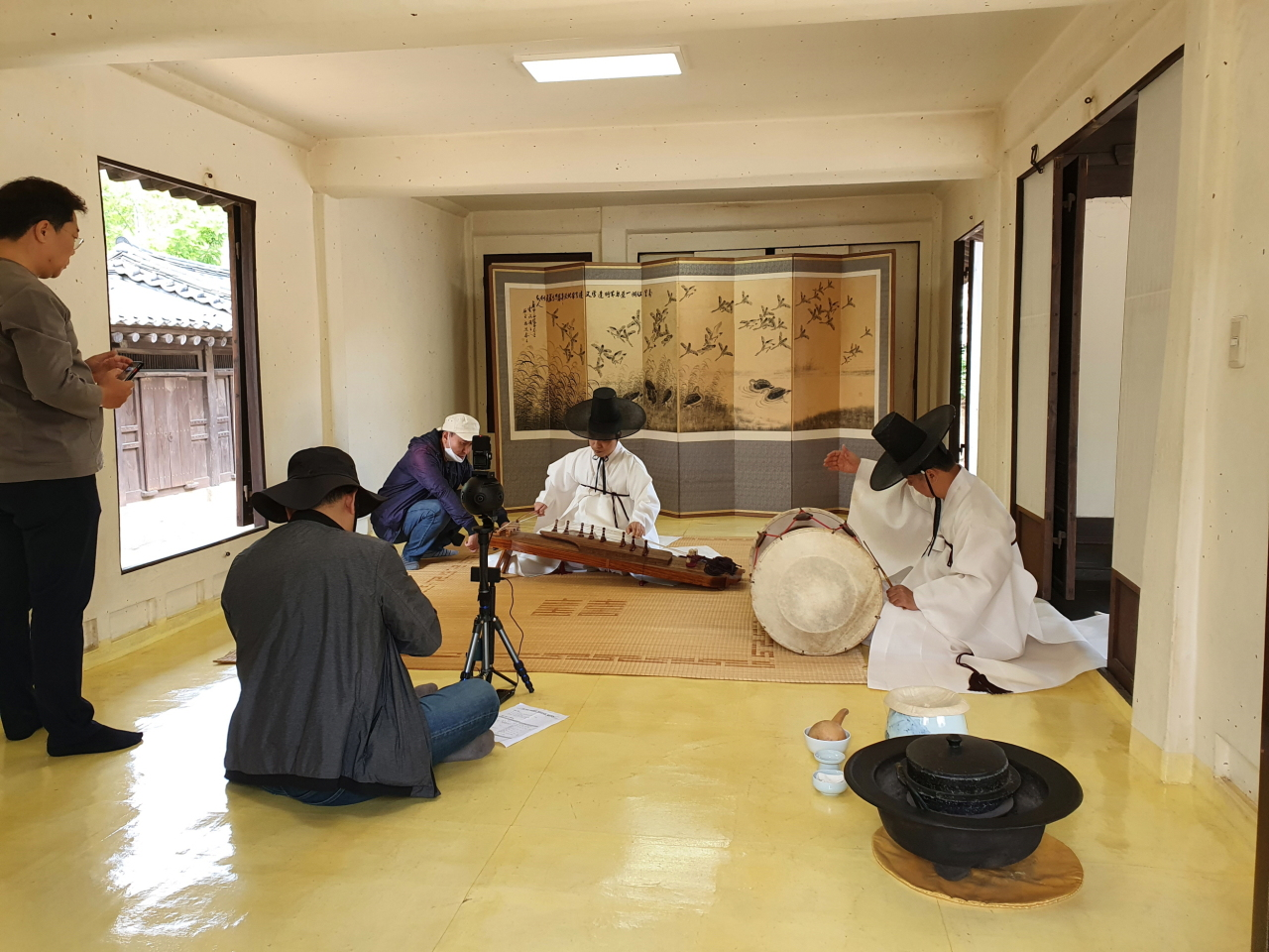 Recording of ajaeng sanjo (wide zither instrumental music) performance at Myungwon Folk Museum in northern Seoul. (National Gugak Center)