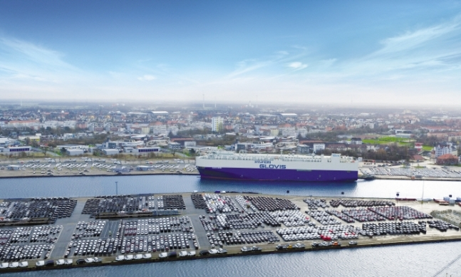 Hyundai Glovis' car carrier Glovis Crown is anchored at Germany's Bremerhaven port. (Hyundai Glovis)