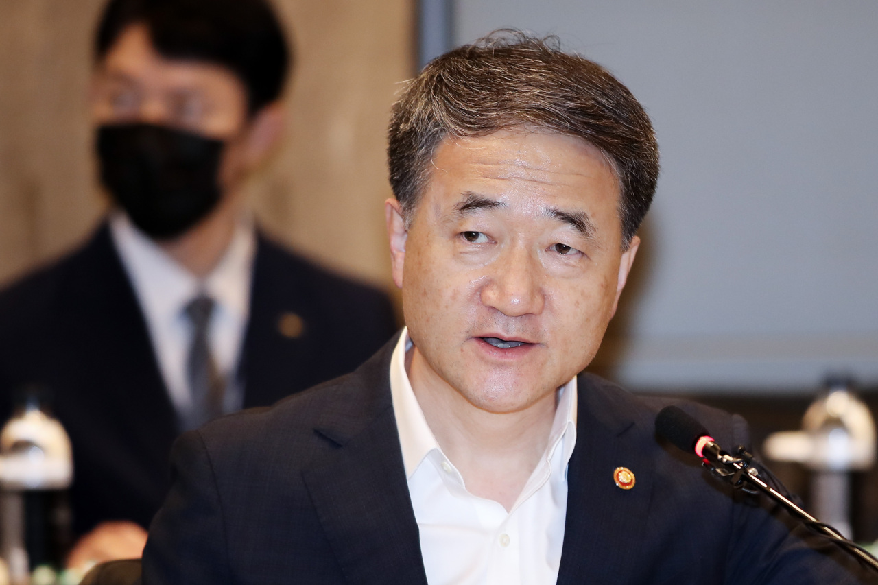 Minister of Health and Welfare Park Neung-hoo attends a meeting of the investment management committee of the National Pension Service in Seoul on Friday. (Yonhap)