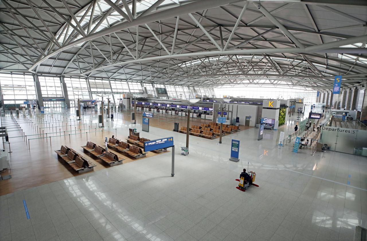 Departure floor of Incheon Airport empty on June 10 (Yonhap)