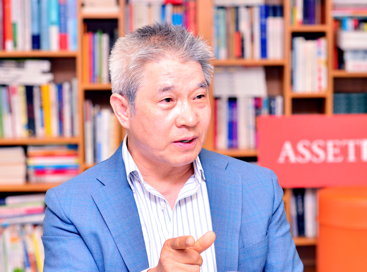 Assetplus Asset Management Chairman Chen Kang speaks during an interview with The Korea Herald at his company's headquarters in Pangyo, Gyeonggi Province. (Park Hyun-koo/The Korea Herald)