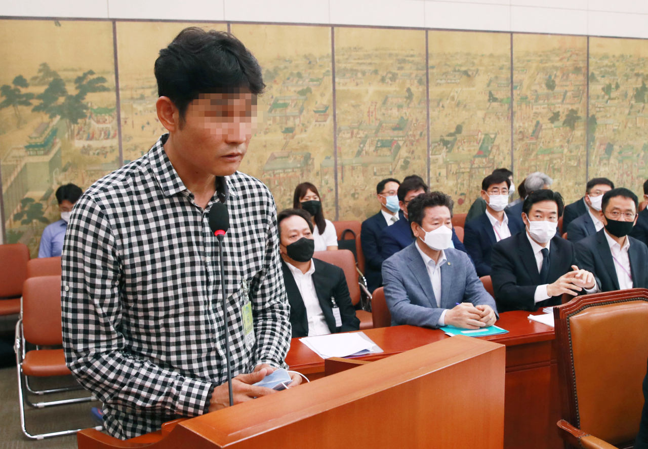 Kim Gyu-bong, the head coach of a semi-pro triathlete club owned by Gyeongju City, answers questions from lawmakers during a National Assembly hearing on Monday. (Yonhap)