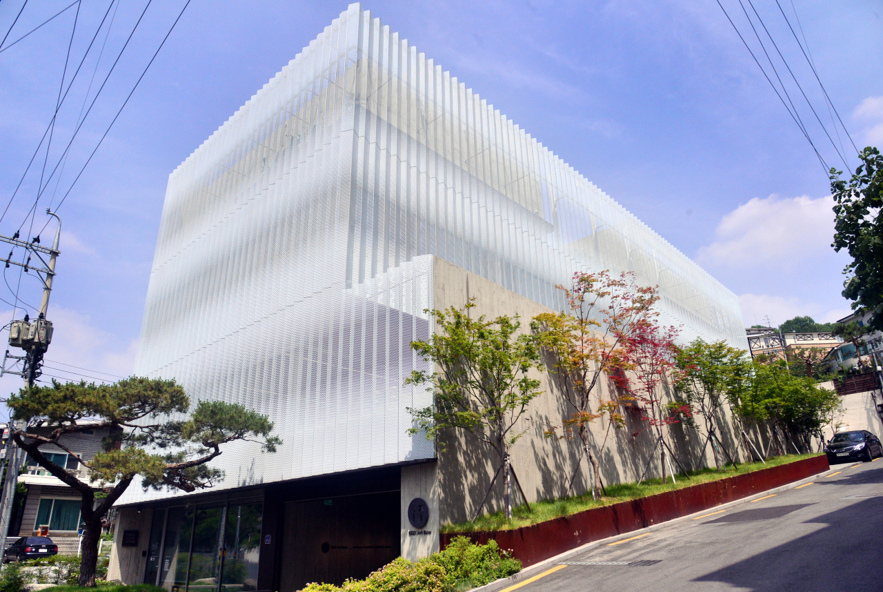 Gizi Art Base in Seodaemun-gu, Seoul, functions as Park's home studio and gallery. (Park Hyun-koo/The Korea Herald)