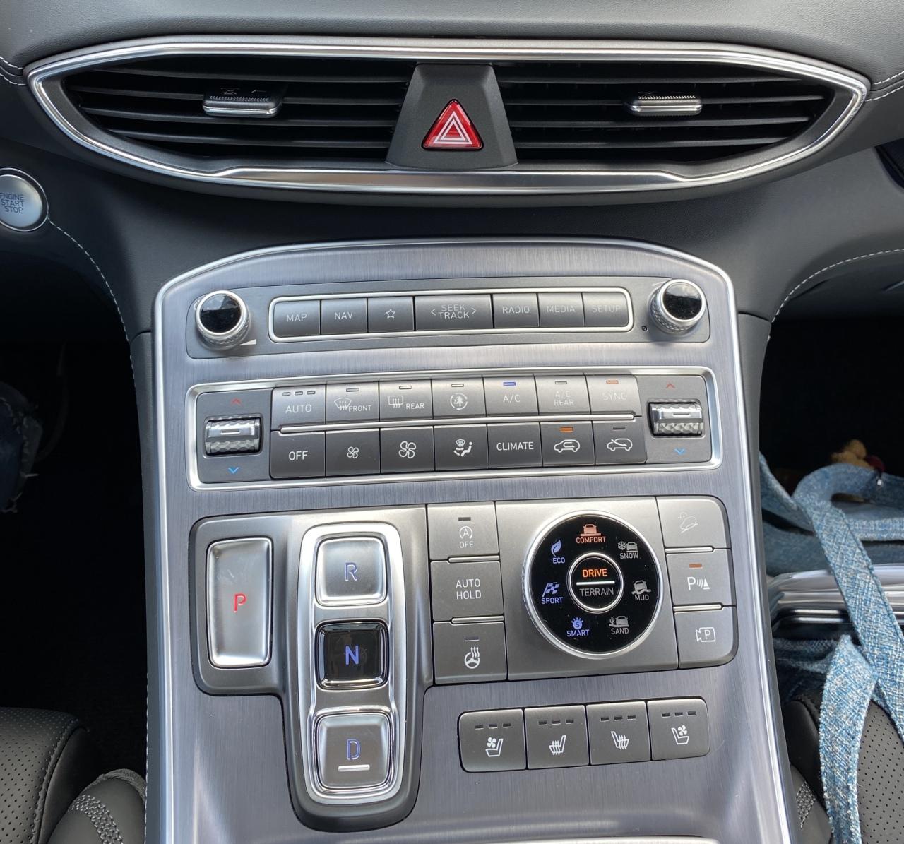 The center console inside Hyundai Motor's new Santa Fe (Jo He-rim/The Korea Herald)