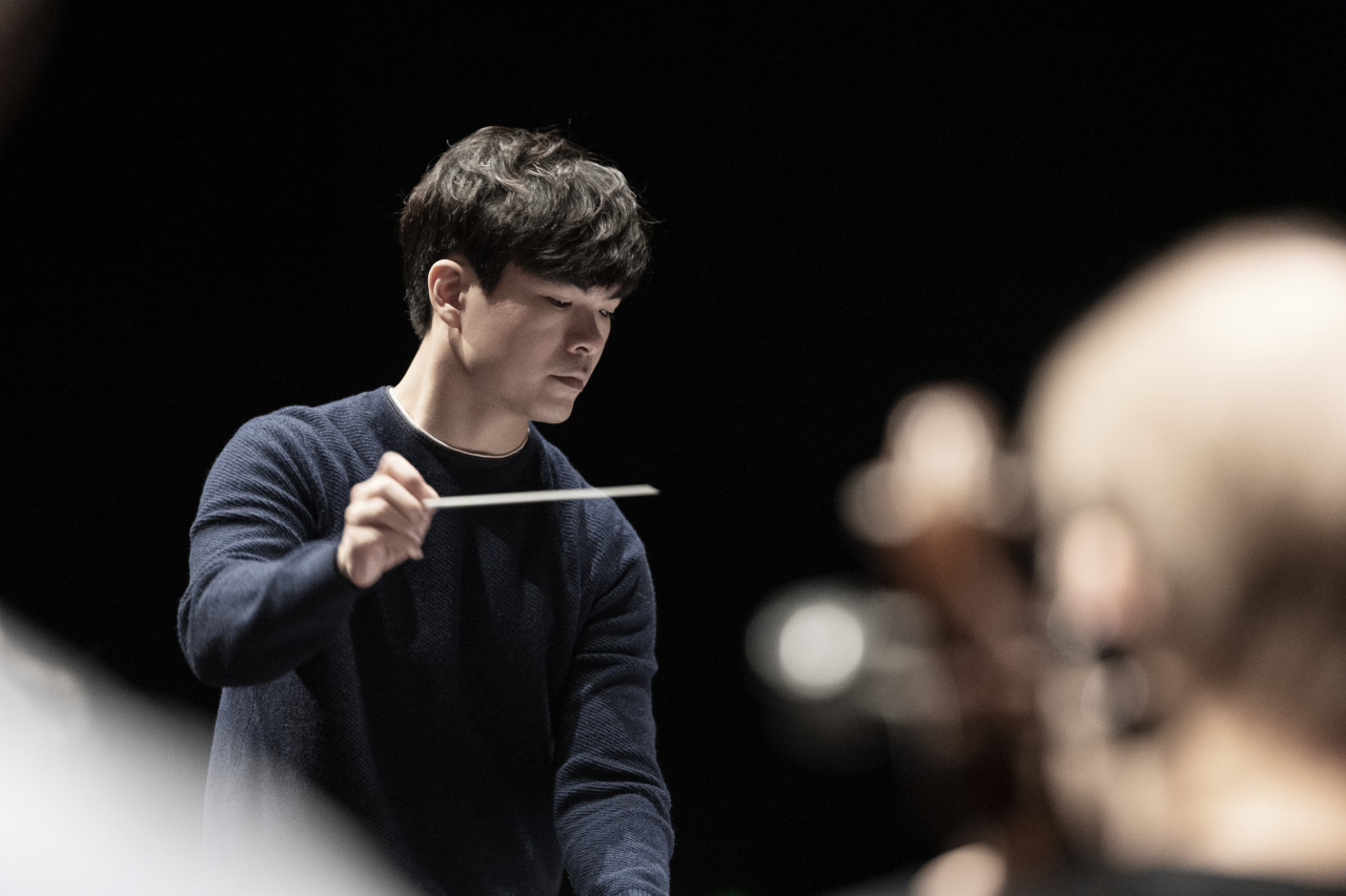 Associate Conductor Wilson Ng (Peter Adamik)