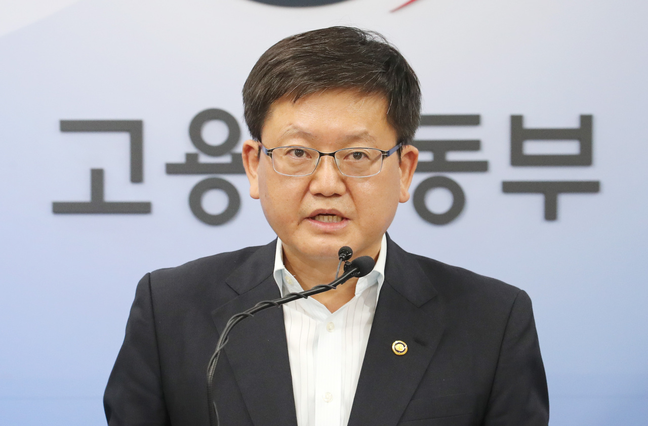 Vice Labor Minister Lim Seo-jeong speaks Monday during a press briefing on the government`s push for parliamentary ratification of key International Labor Organization conventions. (Yonhap)