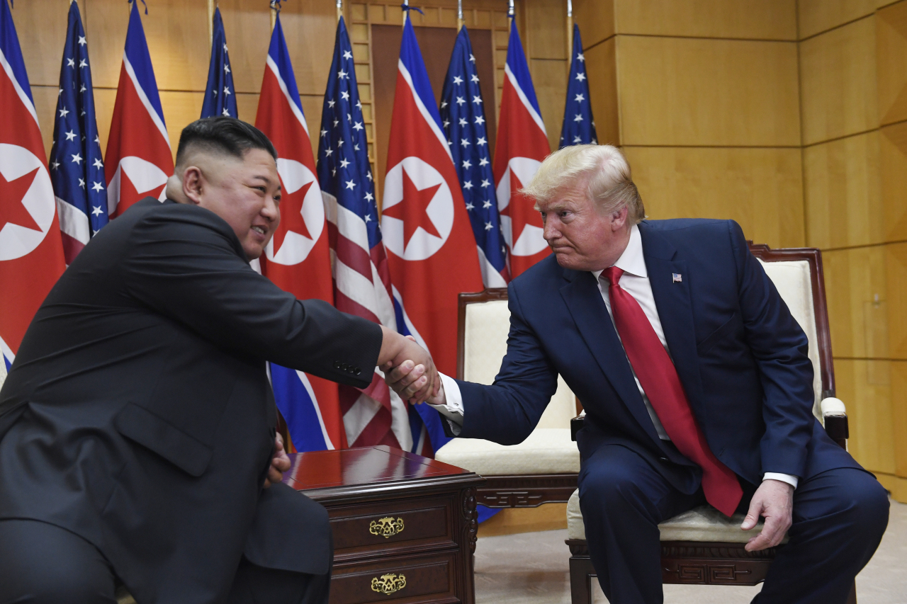 North Korean leader Kim Jong-un (left) and US President Donald Trump (AP-Yonhap)