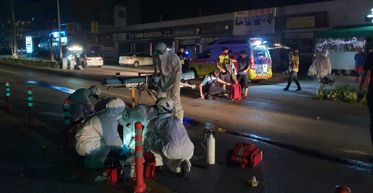 The accident scene in Icheon, Gyeonggi Province, where a drunken driver fatally struck three runners participating in a 537-kilometer ultramarathon on early Thursday morning. (Gyeonggi Disaster and Safety Headquarters)
