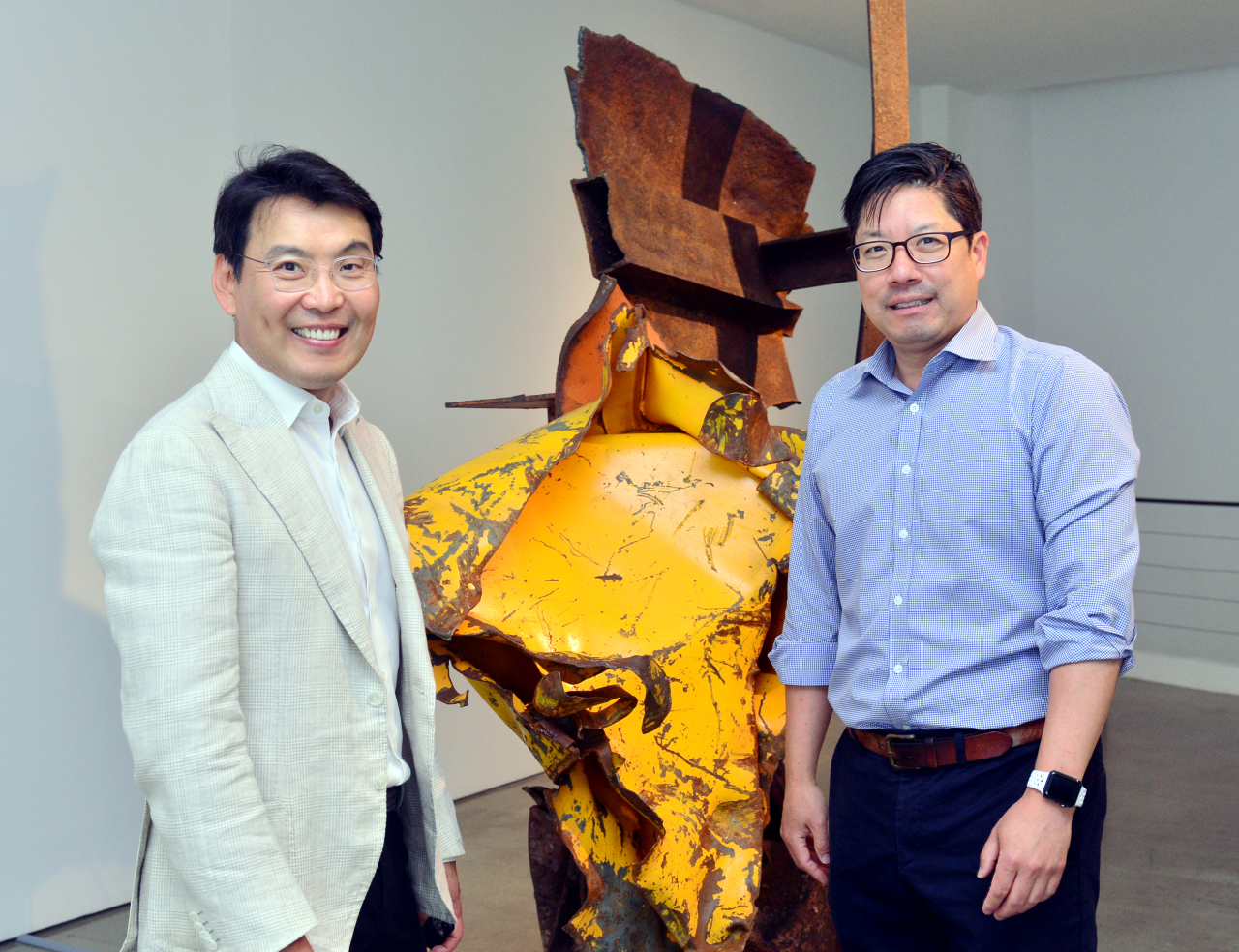 Gallery Hyundai President Do Hyung-Teh and Executive Director Patrick Lee pose for photos at Gallery Hyundai in Jongno, central Seoul. (Park Hyun-koo / The Korea Herald)