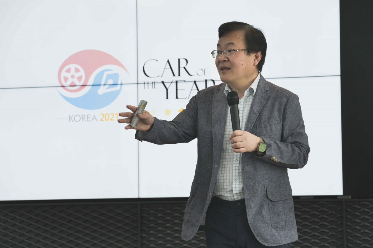 Lee Bo-sung, the head of Hyundai Motor Group's global business R&D center, speaks at a seminar organized by the Korea Automobile Journalists Association at the AMG Speedway in Yongin, Gyeonggi Province, Friday. (Korea Automobile Journalists Association)