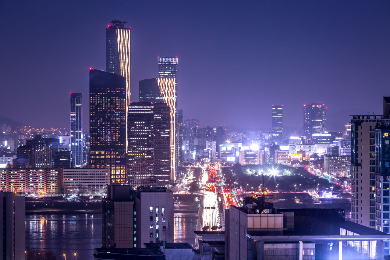 Nightscape of Yeouido business district in Seoul (123rf)