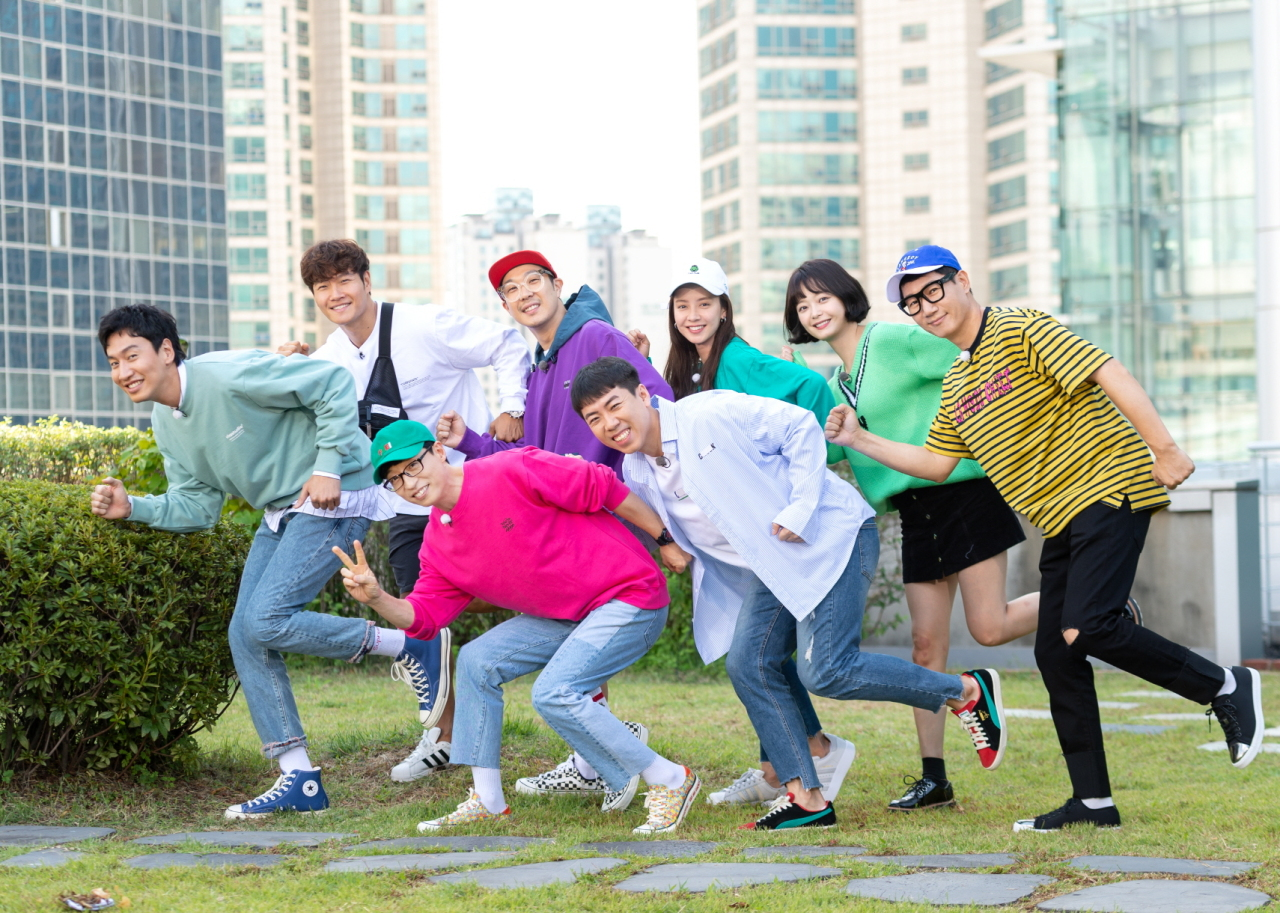 "The cast of variety show ""Running Man"" poses together. From left, top row: Lee Kwang-soo, Kim Jong-kook, Haha, Song Ji-hyo, Jeon So-min and Ji Suk-jin. From left, bottom row: Yoo Jae-suk and Yang Sae-chan. (SBS)"