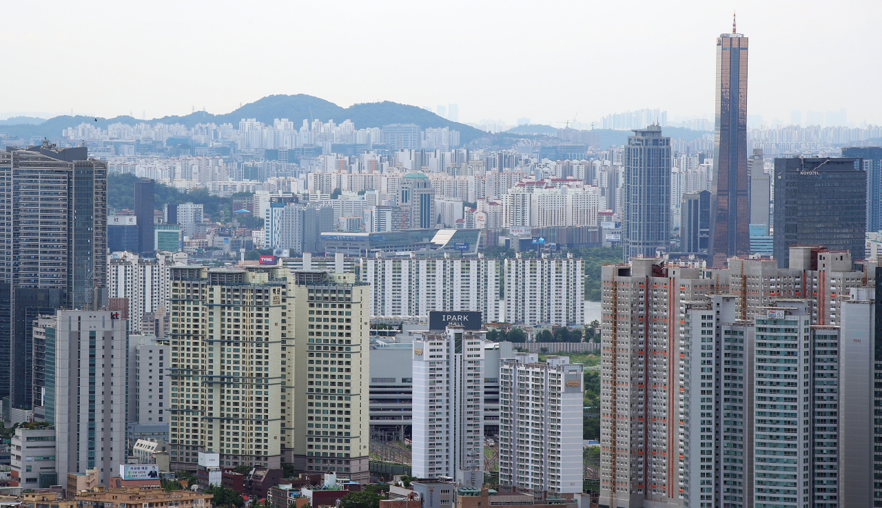 Apartment complexes in Yongsan-gu and Yeouido in Seoul (Yonhap)
