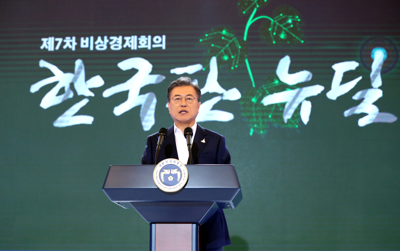 President Moon Jae-in announces his plan on the Green New Deal initiative on Tuesday. (Yonhap)