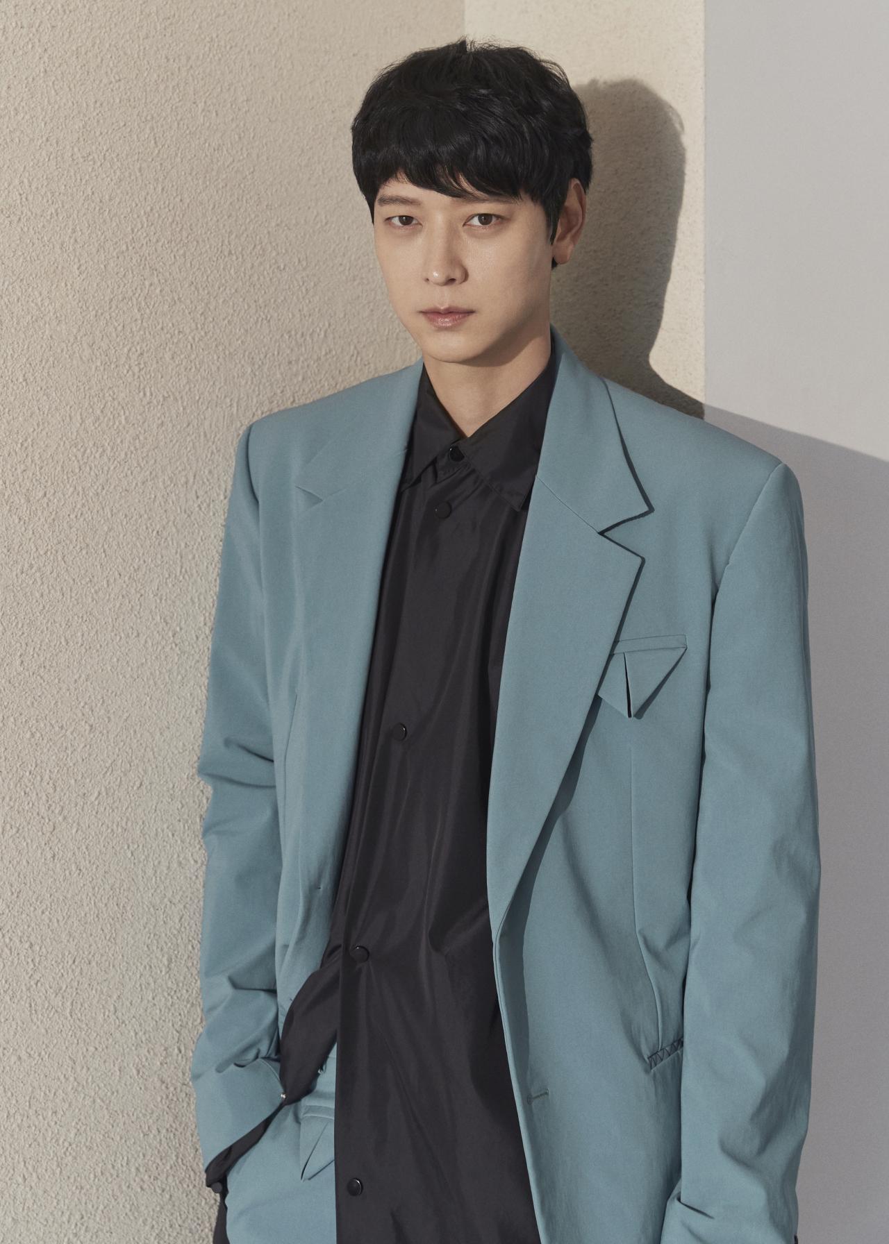 Actor Gang Dong-won (NEW)