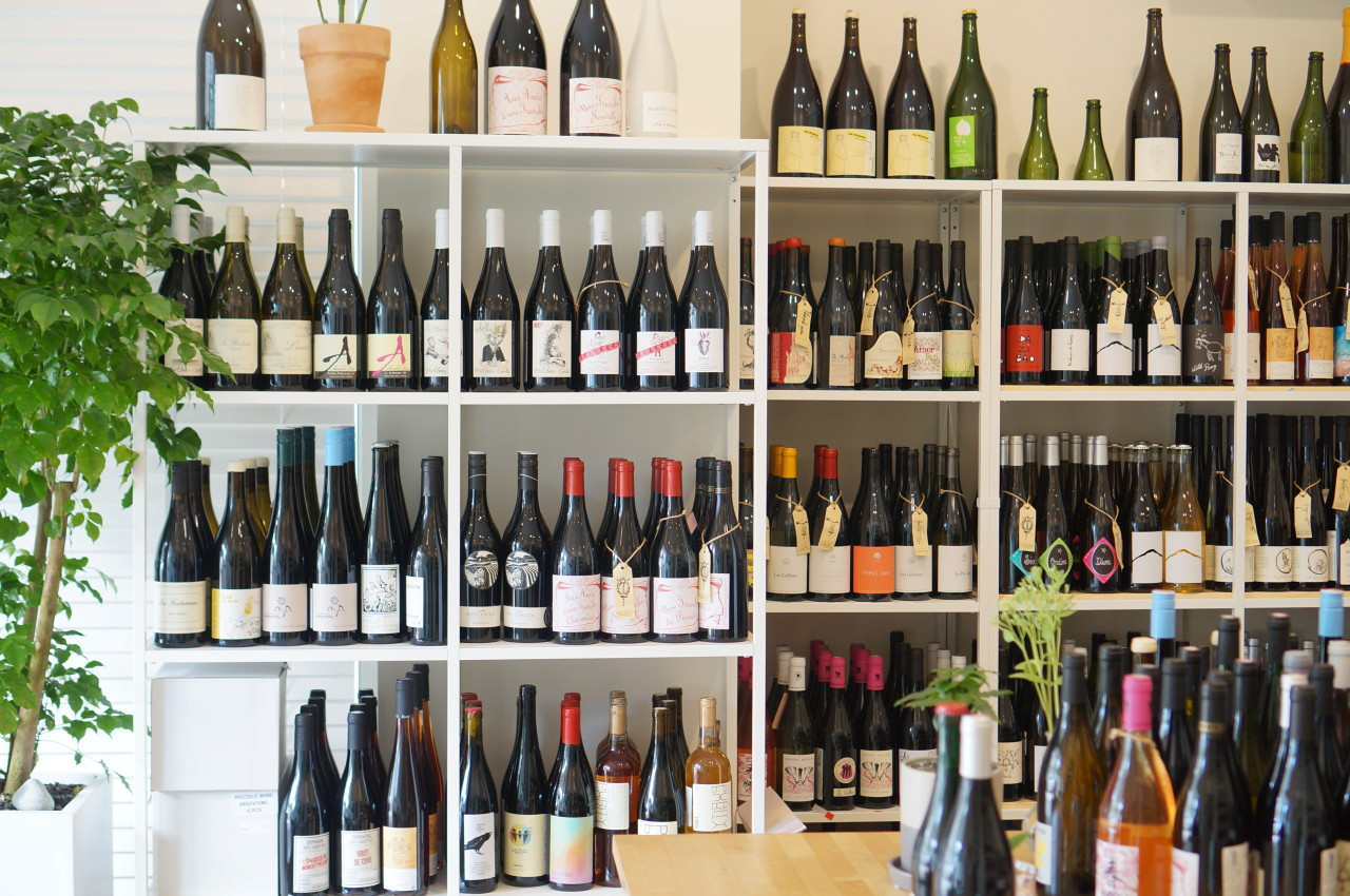 Vinosn, which opened its second location in Seoul's Cheongdam-dong this May, specializes in natural wines and Grower Champagnes. (Vinosn)