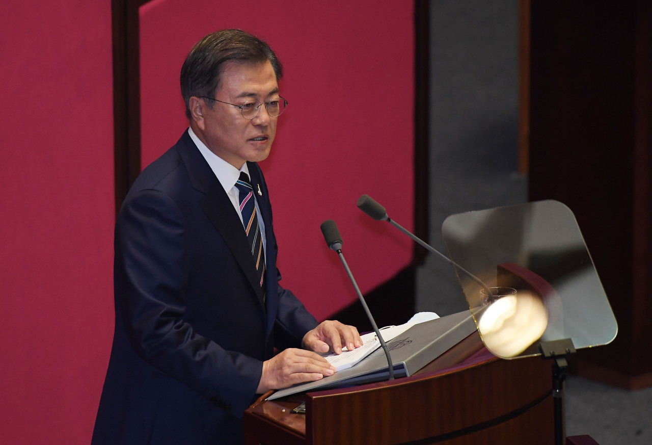 President Moon Jae-in addresses the National Assembly on Thursday. (Yonhap)