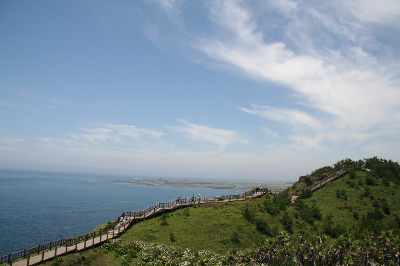 Olle Route 10 takes you on a long stretch of stairs that winds around Songaksan, offering a breathtaking view of the ocean. (Kim Hoo-ran/The Korea Herald)