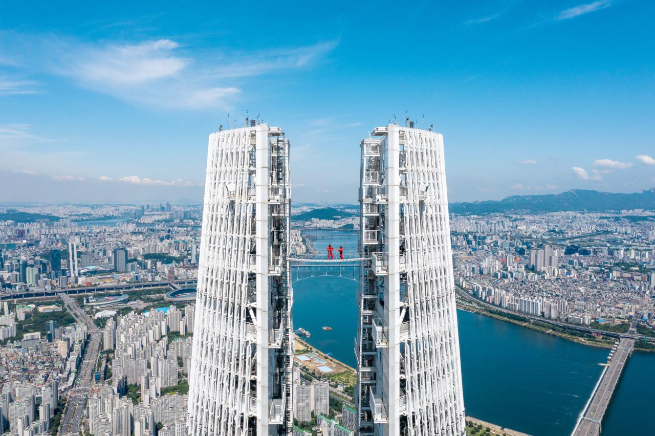 The Sky Bridge Tour (Lotte World Adventure)