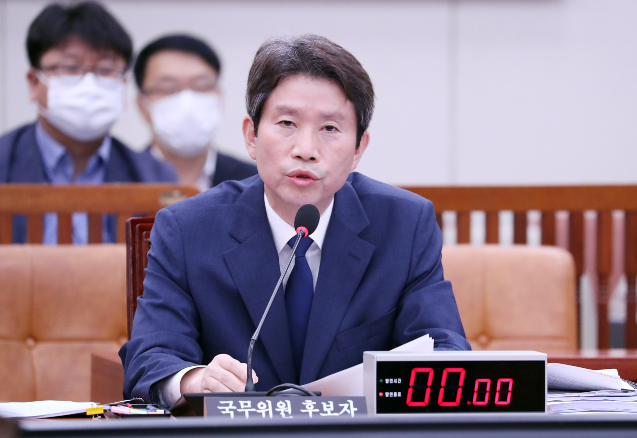 Unification Minister nominee Rep. Lee In-young of the ruling Democratic Party answers questions at the confirmation hearing on Thursday. Yonhap