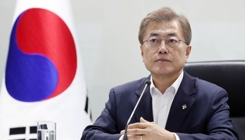 This photo, provided by the presidential office Cheong Wa Dae on June 8, 2017, shows President Moon Jae-in presiding over a National Security Council session at the office in Seoul. (Yonhap)