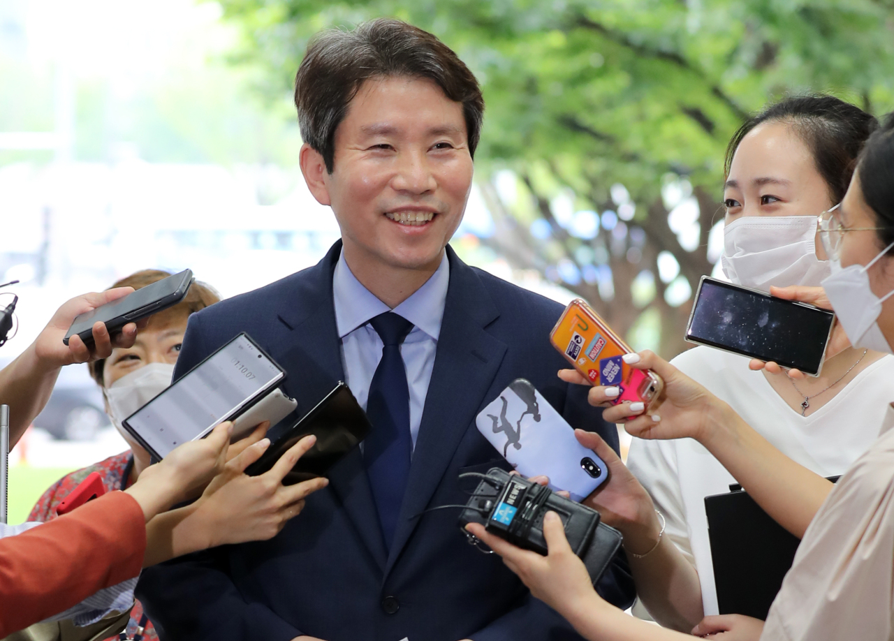 New Unification Minister Lee In-young speaks to reporters as he arrived at the ministry building in central Seoul on Monday. (Yonhap)