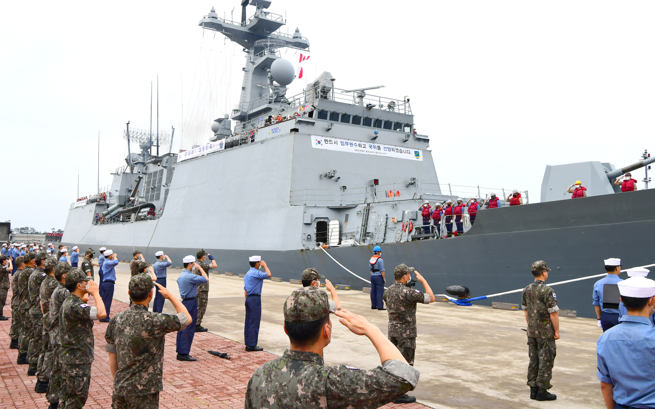 South Korean naval officers and sailors are bid farewell by soldiers before departing at Jeju Civil and Military Combined Port on July 18 to join the upcoming 2020 Rim of the Pacific exercise. (Yonhap)