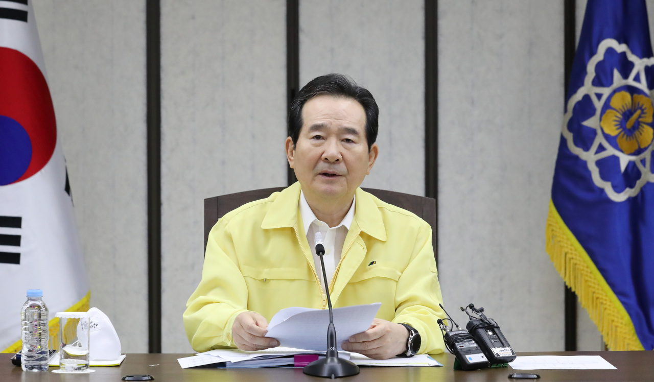 Prime Minister Chung Sye-kyun speaks at the disaster response meeting on Wednesday. (Yonhap)