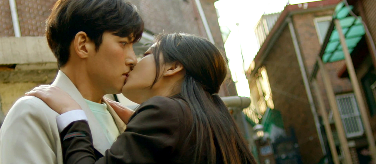 "Screenshot of a problematic scene from SBS' TV series ""Backstreet Rookie."" High school student Saet-byul kisses an adult male stranger. (SBS)"